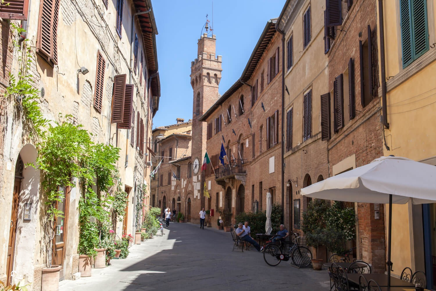 Buonconvento Siena Val d'orcia most beautiful towns in Italy - Eco Travel Nowhere & Everywhere Lis Lisande Dingjan Nederland UK Australia Travel Photographer