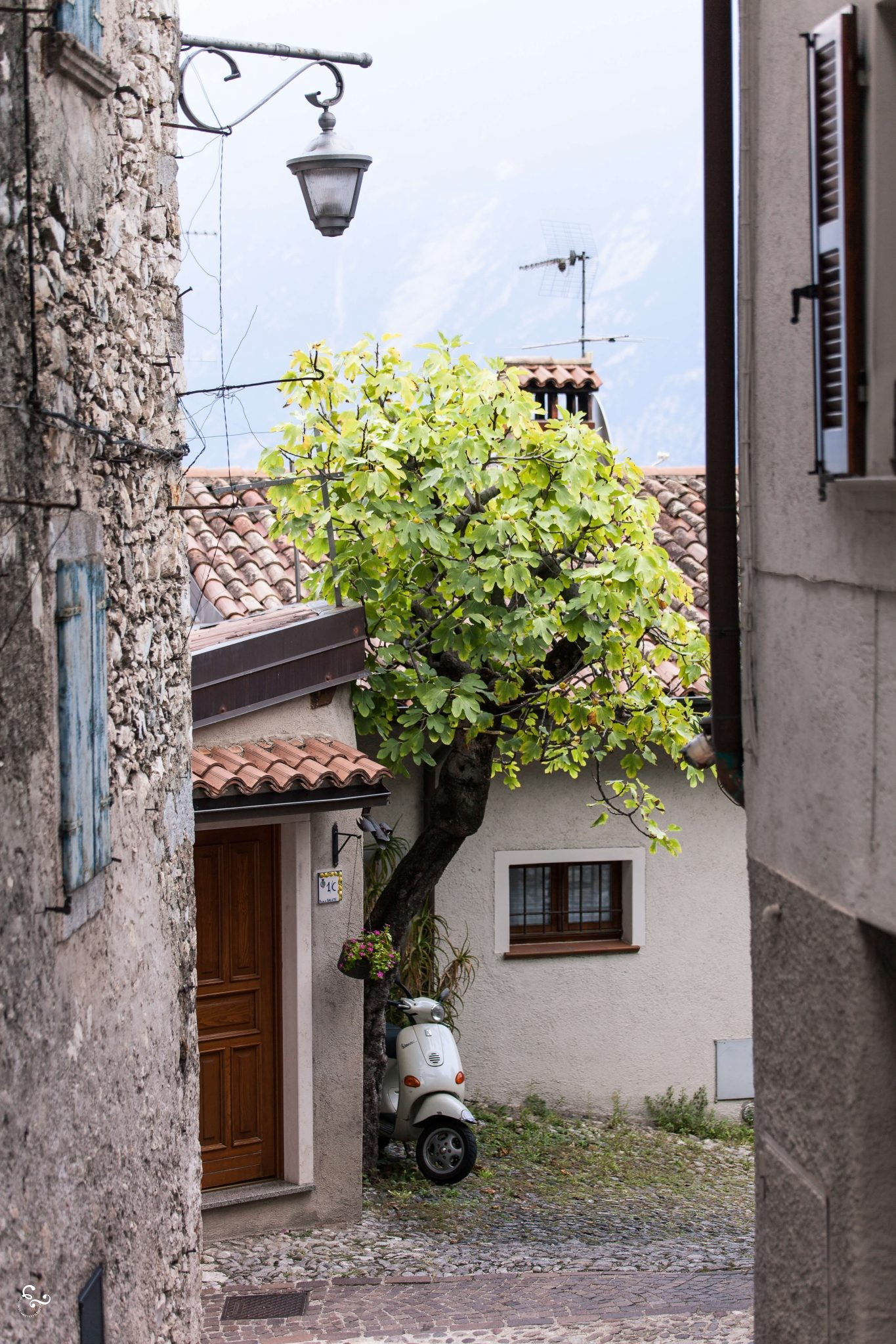Limone sul la garda - Italy cute towns lake - Nowhere & Everywhere